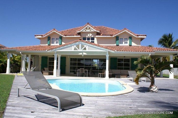 Location villa luxe guadeloupe villa carib 5 chambres 5 salles de bain for Site de villa a louer
