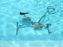 Vélo de piscine dans la villa