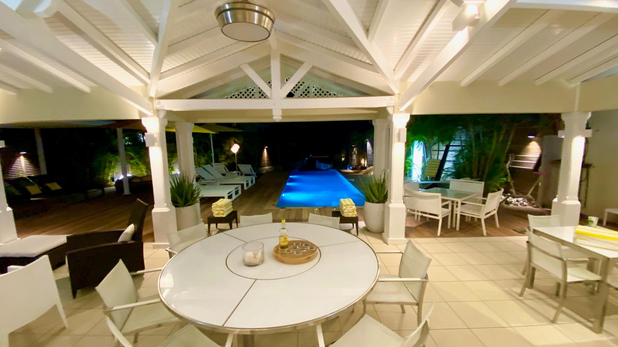 La terrasse couverte de la villa Boubou