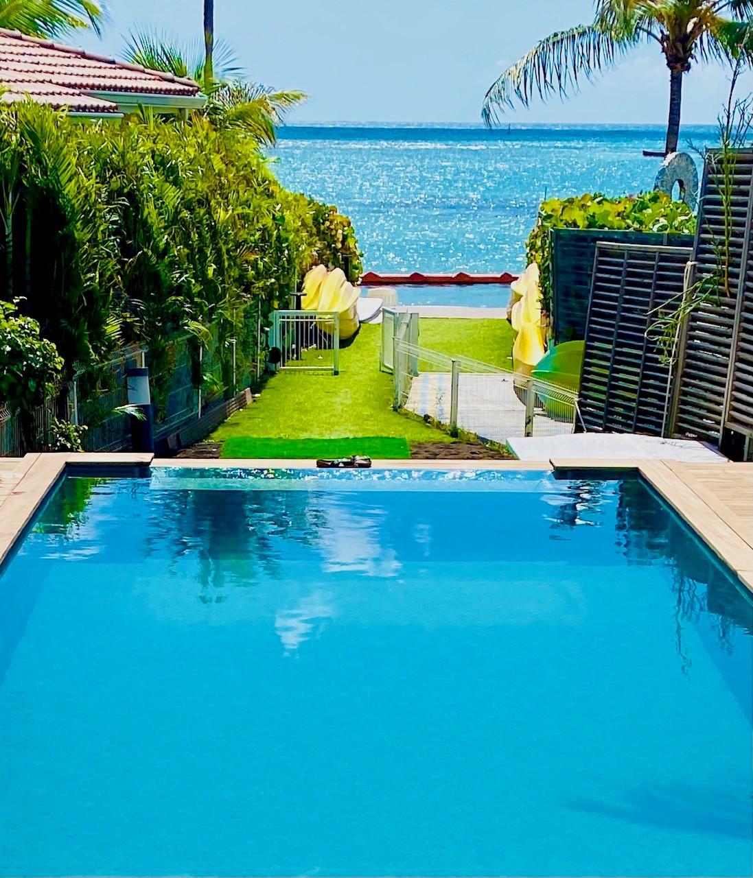 Devant la terrasse de la Villa de luxe, le lagon de Saint François Guadeloupe